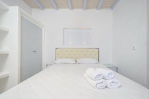 A bed or beds in a room at Santa Katerina Apartments & Studios