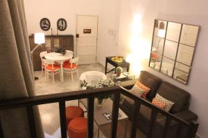 A seating area at Life Apartments Catedral