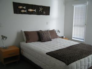 A bed or beds in a room at Marine Reserved Apartments