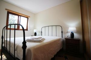 A bed or beds in a room at Casa Joao Vilar