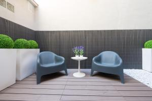 A seating area at Aparthotel Senator Barcelona