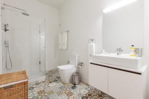 A bathroom at BO - Marquês Apartments