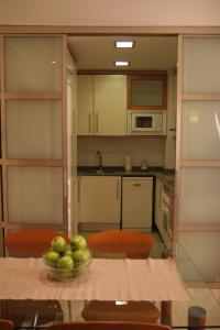 A kitchen or kitchenette at Suites Aragó 565 - Abapart