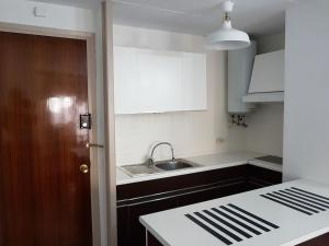 A kitchen or kitchenette at Cosy and comfortable beach apartment