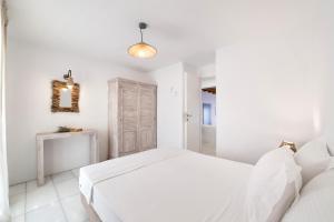Ένα ή περισσότερα κρεβάτια σε δωμάτιο στο Aegean Colors Koufonisia Houses