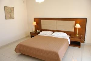 A bed or beds in a room at Paleos Hotel Apartments