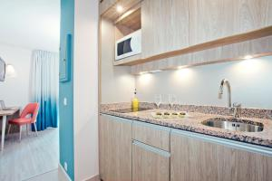 A kitchen or kitchenette at Residhome Nice Promenade