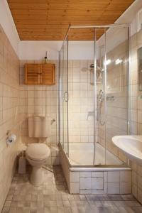 A bathroom at Kirchners Ferienwohnung