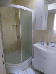 A bathroom at Apartment Dalmatinac Ivo