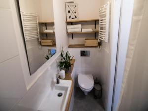 A bathroom at Apartamenty Kona Coast Cafe