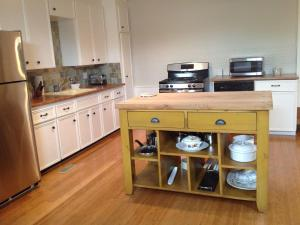 A kitchen or kitchenette at Stone Carriage House