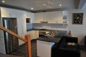 A kitchen or kitchenette at Angala 2