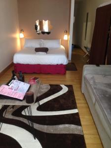 A bed or beds in a room at Noella's Suite
