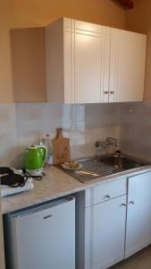 A kitchen or kitchenette at Giannis Studios