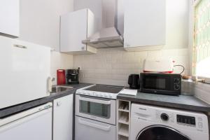 A kitchen or kitchenette at Apartment Claridge