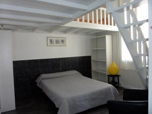 A bed or beds in a room at Hôtel-Résidence Le Grillon