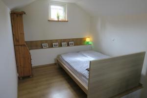 A bed or beds in a room at Jednorodzinny Dom Westchnień w Dziwnowie