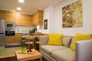 Uma área de estar em Spot Apartments Trindade