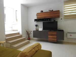 A television and/or entertainment center at Studio apartman Marija