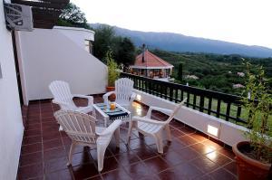 Un balcón o terraza en Terrazas de Merlo Apart Hotel