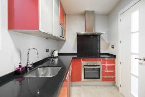 Una cocina o zona de cocina en Ático Las Arenas