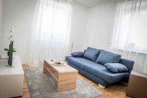 A seating area at BB-Apartment