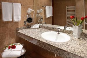 A bathroom at Apartaments Sant Bernat