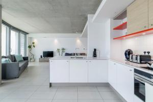 A kitchen or kitchenette at Royal Docks Penthouse