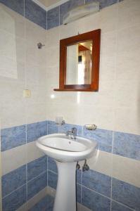 Ένα μπάνιο στο Aloni Suites