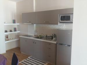 Cuisine ou kitchenette dans l'établissement Apartment Plaisir