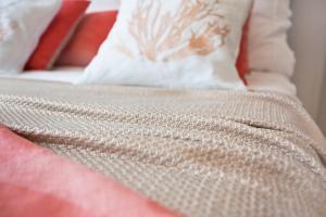 Łóżko lub łóżka w pokoju w obiekcie Apartament Koralowy