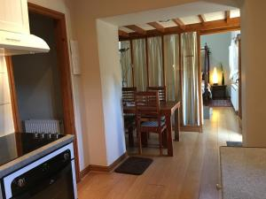 A kitchen or kitchenette at Love Cottage