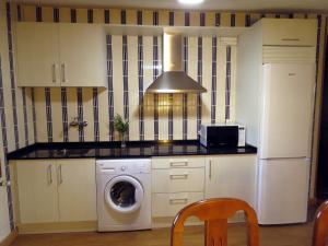 Una cocina o zona de cocina en Elai Etxea Loft Baias