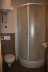 A bathroom at Apartments Mrduljaš