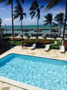 The swimming pool at or near Flat Vista Mar Praia dos Carneiros