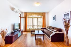 Ein Sitzbereich in der Unterkunft Edmond Apartment