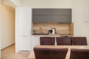 Een keuken of kitchenette bij Apartments Villa Matea