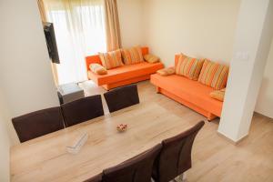 Een zitgedeelte bij Apartments Villa Matea