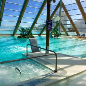 בריכת השחייה שנמצאת ב-San Alfonso del Mar Resort או באזור