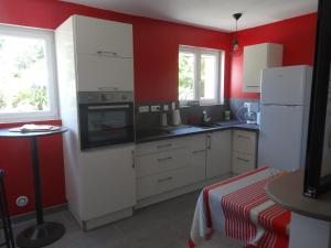A kitchen or kitchenette at Le Studio