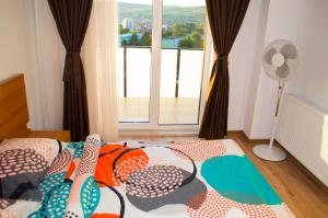 A bed or beds in a room at 2 Doors Apartments - ITCity