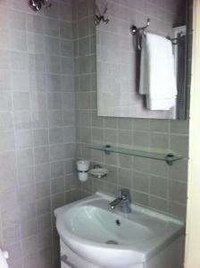 A bathroom at Apartment Art Déco Deuxième