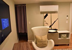 A bathroom at Gorgeous Unique 3BR/3BA Duplex North End (M-G)