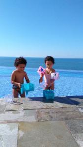 Children staying at Apartamento Guaruja Vacanze