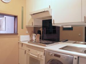A kitchen or kitchenette at Puerta Del Sol Vistas