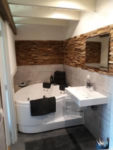 Een badkamer bij De 'Kasteelboerderij'