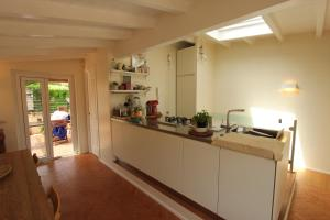 A kitchen or kitchenette at Cappellari Terrace