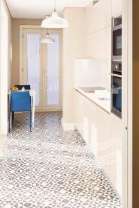 A kitchen or kitchenette at Golden Porto Cardosas Apartment