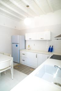 A kitchen or kitchenette at Chora House