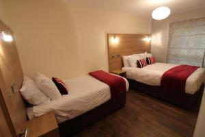 A bed or beds in a room at Salisbury Apartment by Townlets